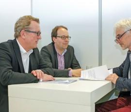 Das Interview fand am 10.03.2015 auf der Messe ISH in Frankfurt/Main statt. Von links Bernd Kiffmeyer, Carsten Dierkes, Klaus W. König.