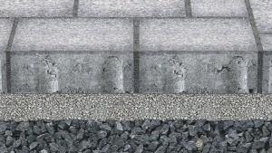 Die neue Generation der wasserdurchlässigen Flächenbeläge kann dauerhaft mehr Niederschlagsmenge als den Bemessungsregen versickern. Zugleich werden bei DIBt-geprüften Systemen Schadstoffe zurückgehalten – entscheidend dafür sind das Material und die Abmessungen von Fuge und Bettung.